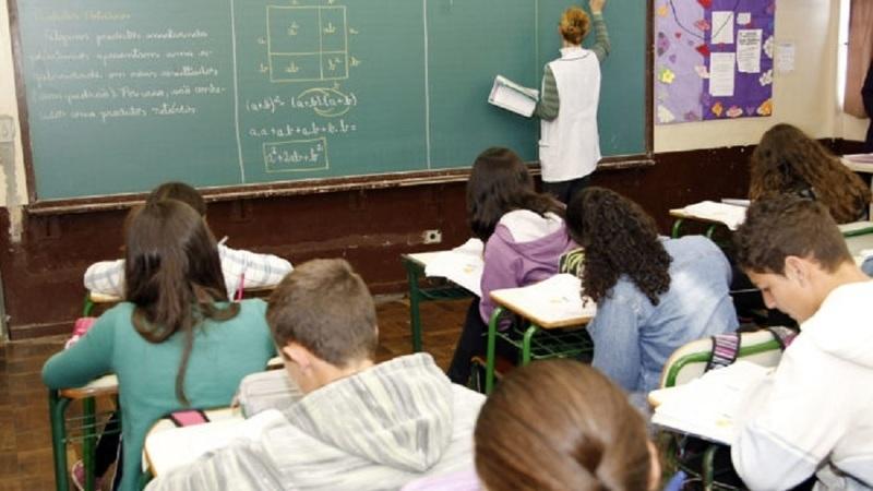 Professores voltam a fazer greve às horas extraordinárias