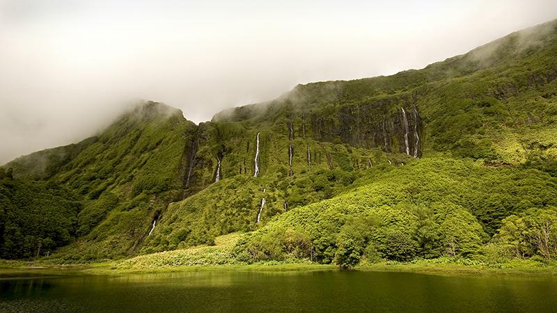 Açores é o destino para adeptos do canyoning e observadores de aves, baleias e vulcões