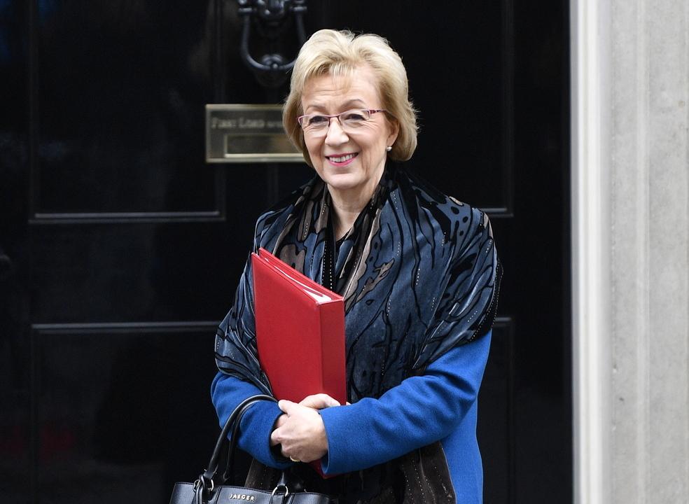 Brexit: Ministra britânica demite-se e aumenta pressão sobre Theresa May