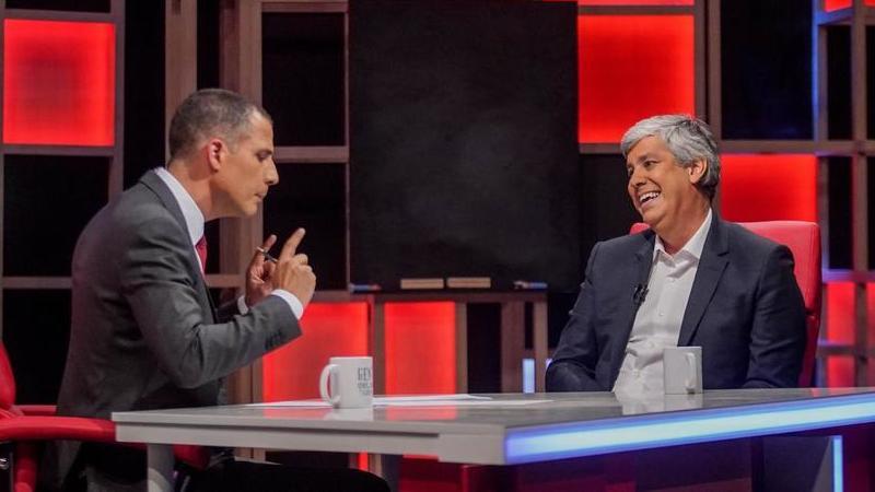 """""""Gente Que Não Estar"""": Ricardo Araújo Pereira desafia Mário Centeno a """"colocar as pernas atrás do pescoço"""""""