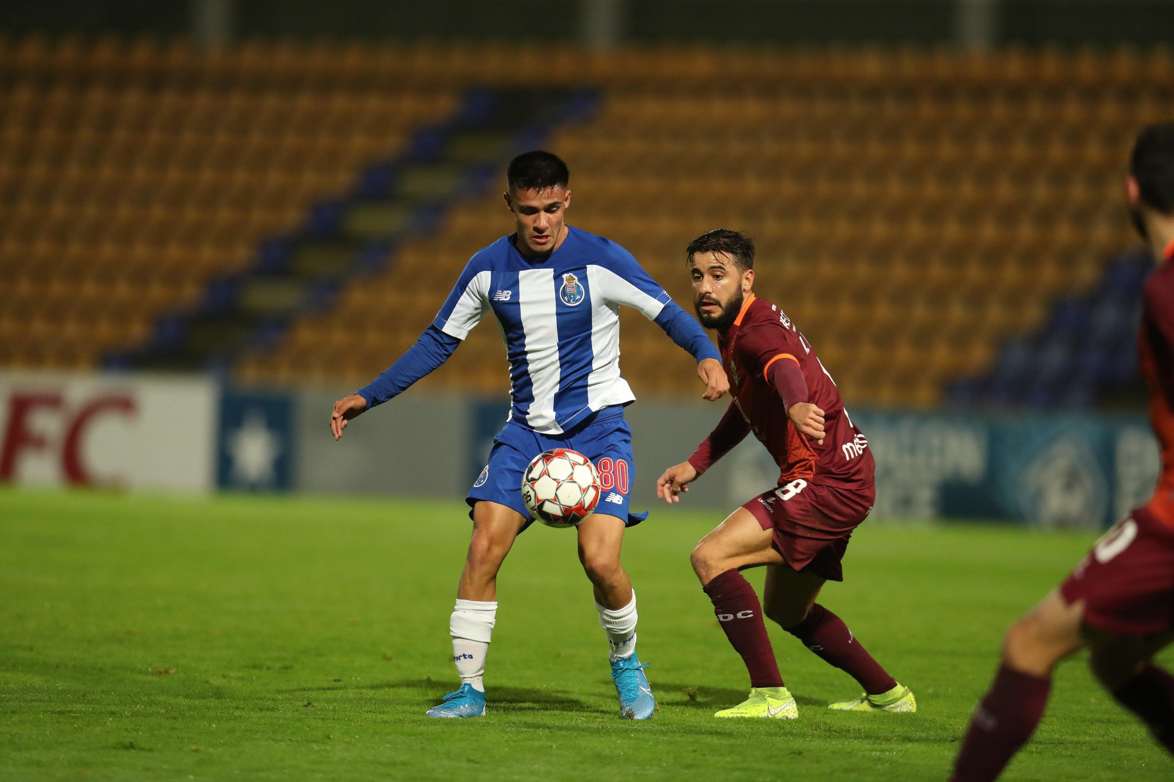Penalti aos 93' evita derrota do FC Porto B na receção ao Desportivo de Chaves