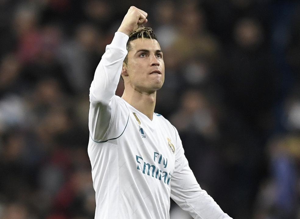 Real Madrid goleia com bis de Ronaldo. Português recusou hat-trick e mandou Benzema bater penálti
