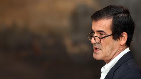 """Rui Moreira: """"Estratégia da TAP é um insulto ao Porto e tentativa de destruir o aeroporto"""""""