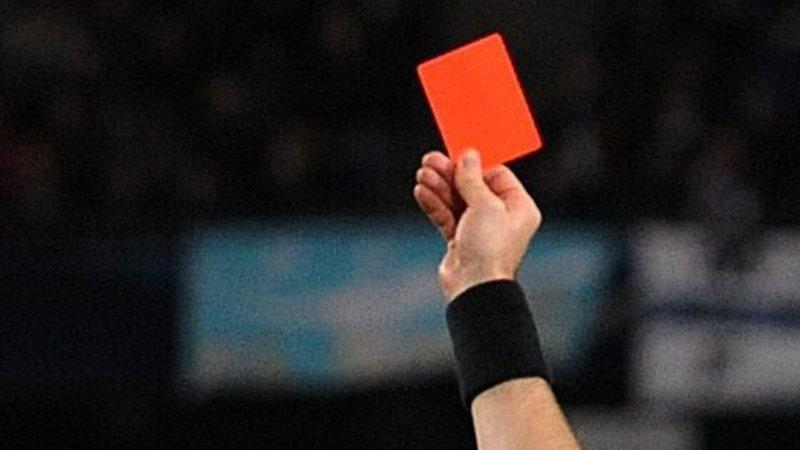 Insólito: o árbitro que era ladrão e roubava os jogadores. Literalmente