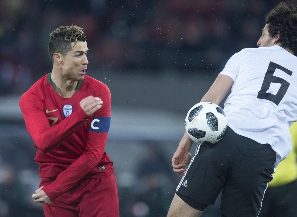 Com ajuda do VAR, Ronaldo bisa nos descontos e dá vitória a Portugal sobre Egito