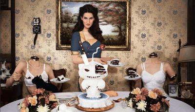 Christine, a modelo que assusta o mundo com sobremesas aterradoras