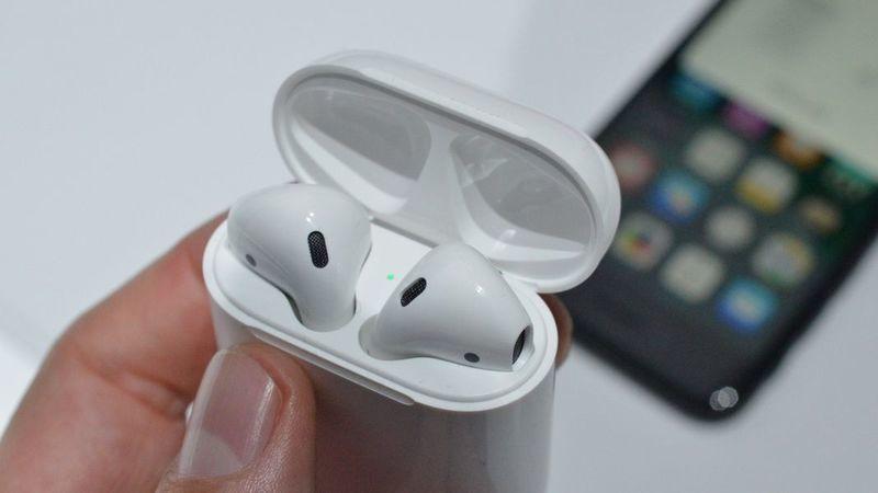 """Auriculares sem fios da Apple vão ser """"melhorados"""" com mais integração da Siri"""