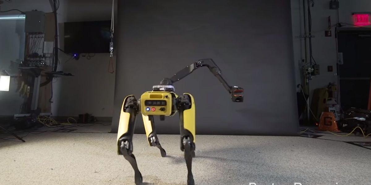 """Robot da Boston Dynamics mostra """"queda para a dança"""" com moonwalk... e twerk"""