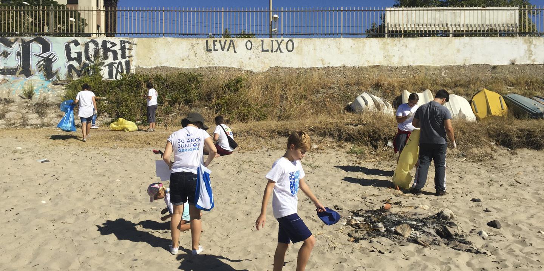 Em Peniche, os caloiros vão limpar a praia