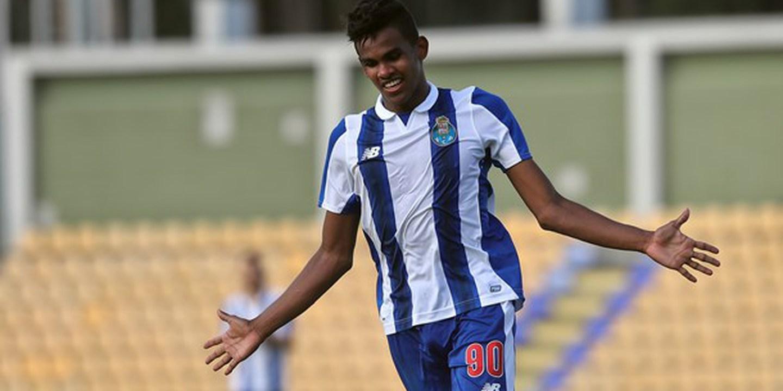 Galeno, da equipa B, volta a integrar treino do FC Porto