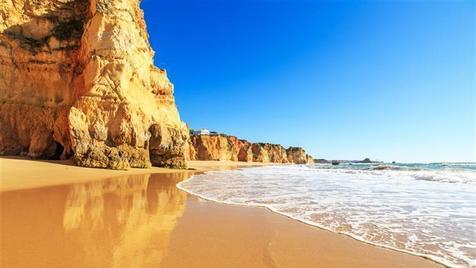 Significados de Algarve em agosto