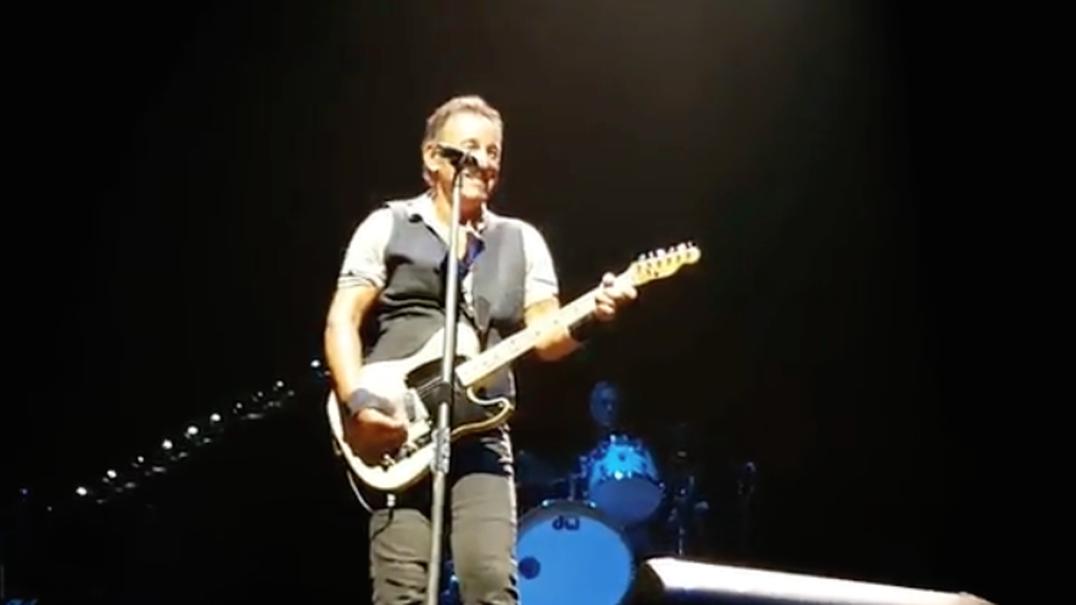 Bruce Springsteen convida jovem para subir ao palco e deixa lição de vida