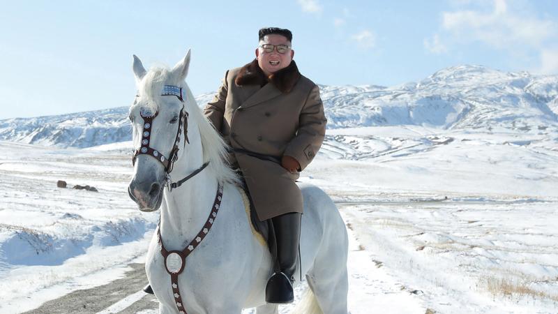 """Porque é que um passeio de Kim Jong-un a cavalo por uma montanha """"sagrada"""" pode ser sinal de """"desafio""""?"""