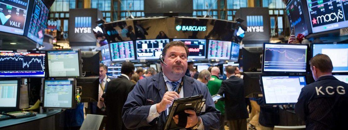Coronavírus assusta investidores. Dow Jones dá maior queda de sempre