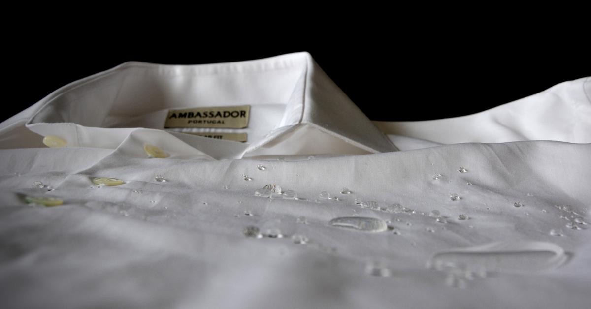 """As nódoas têm os dias contados. Esta camisa é branca e é assim que vai ficar """"desde a manhã até à noite"""""""