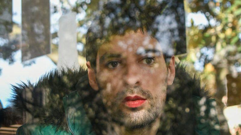 Filipe Sambado: detalhes arabescos e sentimentos intrínsecos no regresso do cantor algarvio