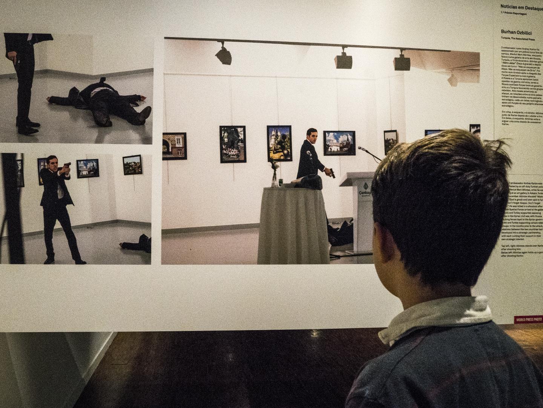World Press Photo: A imagem que premeia a coragem do fotógrafo e lança o debate