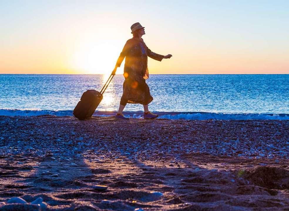 """A """"avozinha mochileira"""" de 83 anos que deu a volta ao mundo sozinha"""