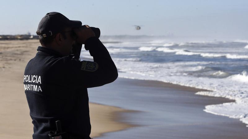 Homem morre afogado e outro está desaparecido na praia de Alvor