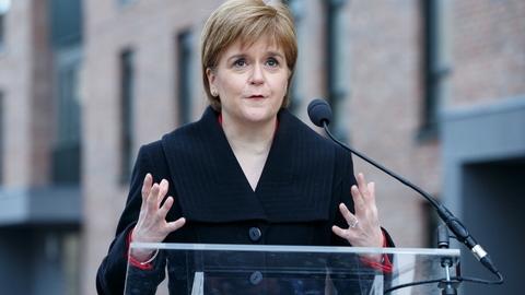 """Primeira-ministra escocesa classifica rejeição do acordo como """"derrota histórica"""""""