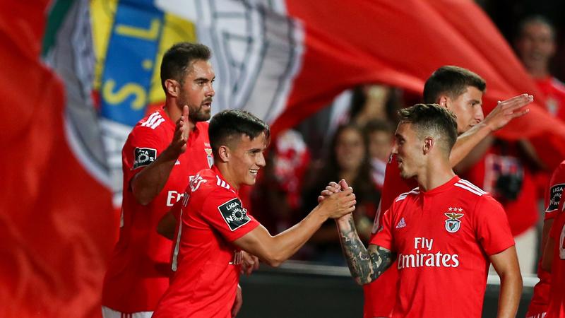 Benfica 2-0 Aves: Dois golos, duas contrariedades e um líder isolado