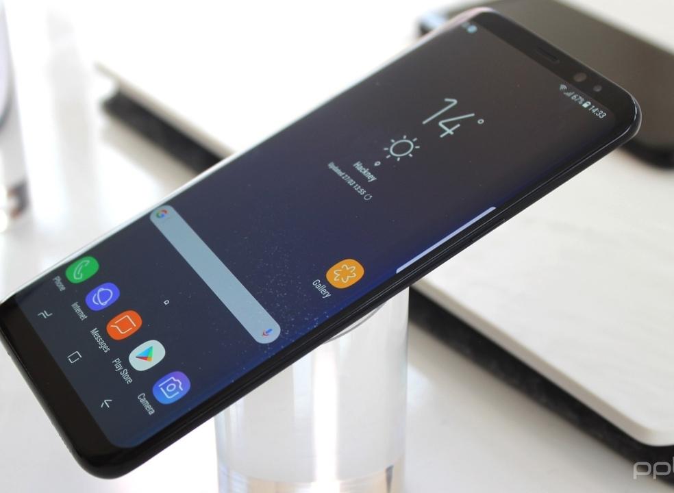 Facebook pode espiar utilizadores dos smartphones Samsung sem estes saberem