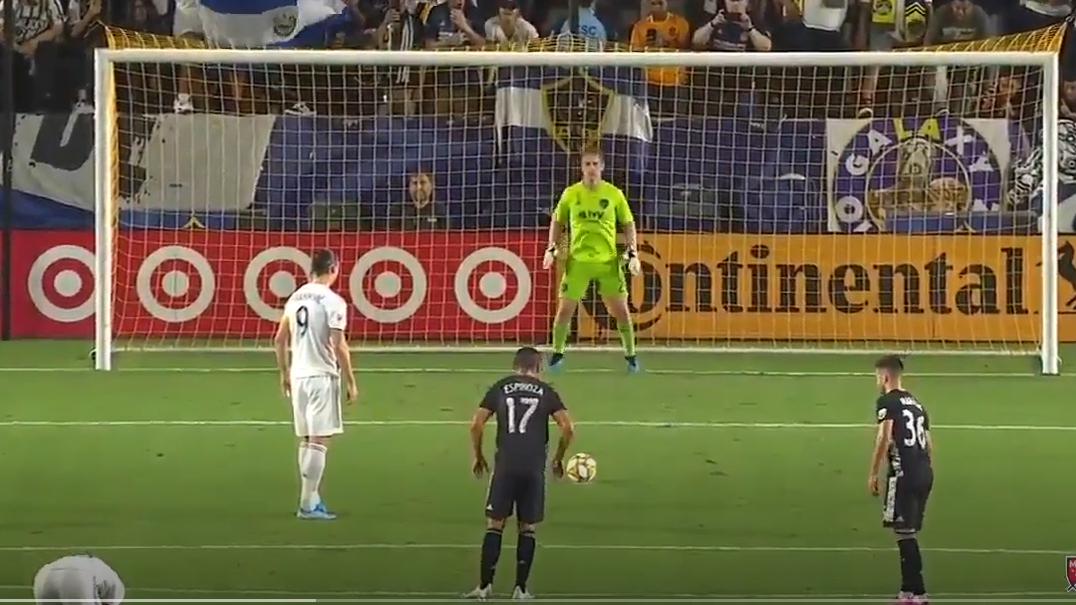 Zlatan Ibrahimovic faz hat-trick e bate mais um recorde