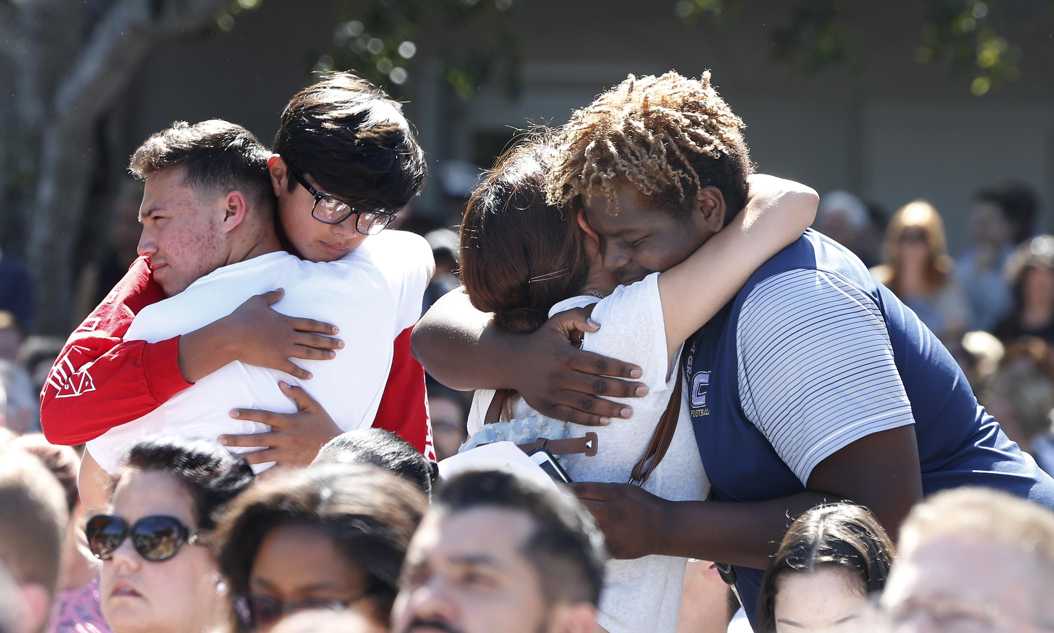 'Que vergonha!', diz estudante a Trump numa marcha anti-armas na Florida