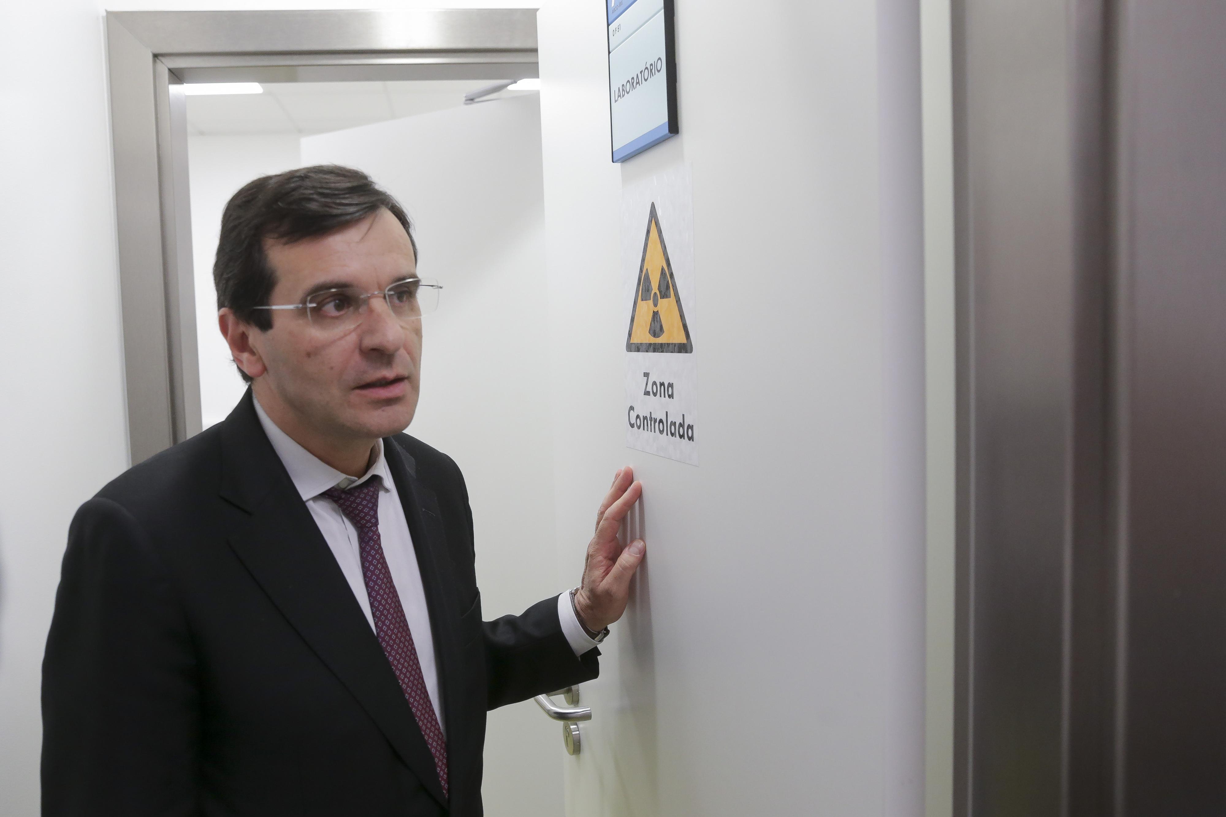 """Ministro da Saúde """"convencido"""" de que acordo com médicos é possível"""
