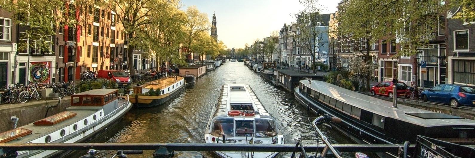 Se sempre sonhou visitar os canais de Amesterdão, não espere mais