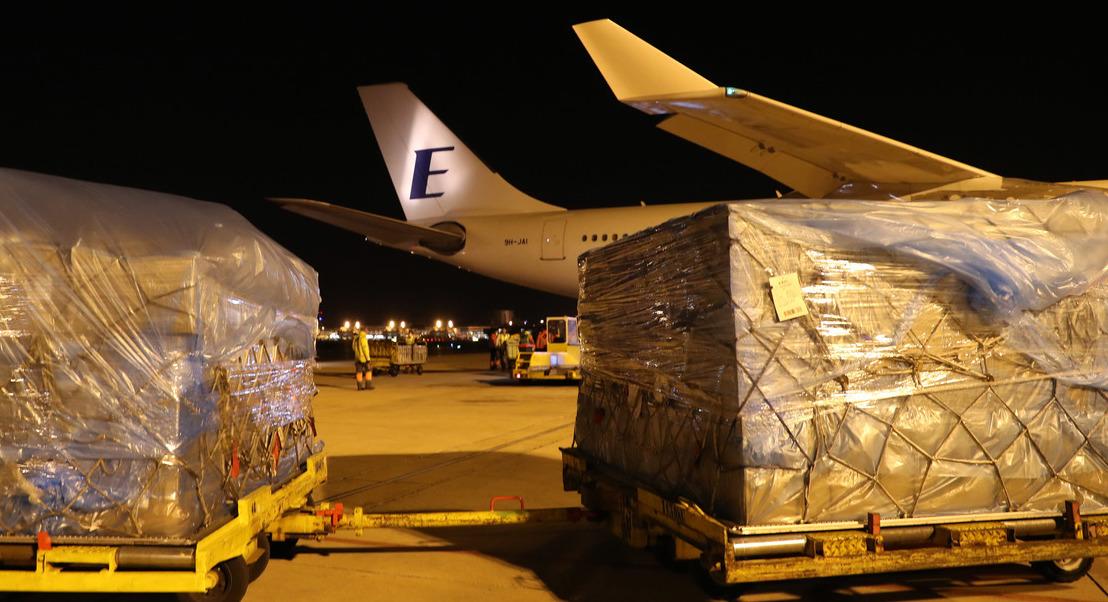 COVID-19: Avião fretado pelo Estado aterra em Lisboa com 20 toneladas de equipamento médico