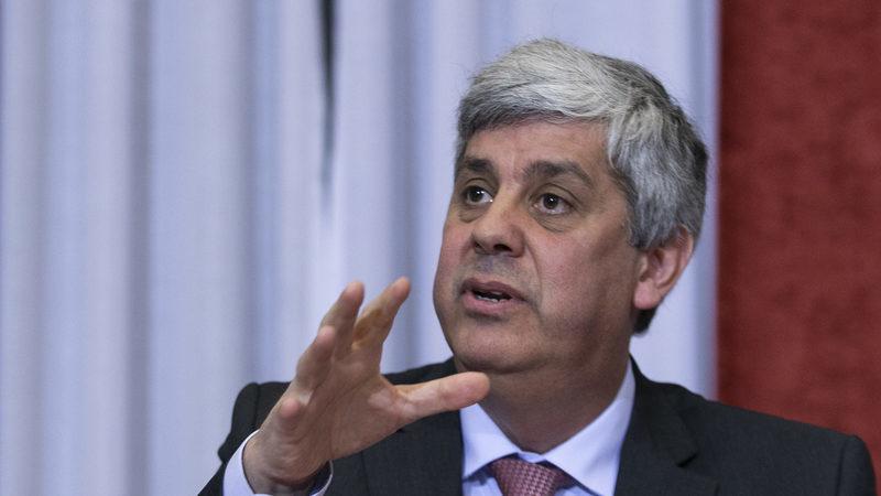 """Meta da dívida pública revista em alta, mas Centeno garante que """"terminará 2019 claramente abaixo de 120%"""""""