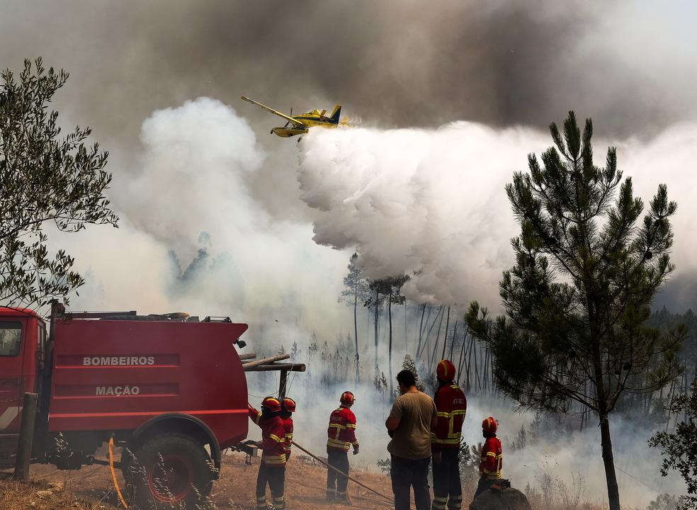 Quinze aldeias da freguesia de Cardigos, Mação, ameaçadas pelas chamas