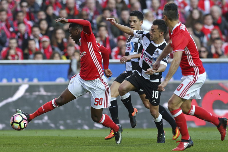 """Boavista proíbe """"adereços do Benfica"""" nas zonas exclusivas a sócios"""