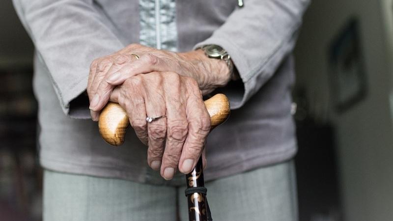 Investigadores de Coimbra desenvolvem bengala eletrónica para doentes de Parkinson