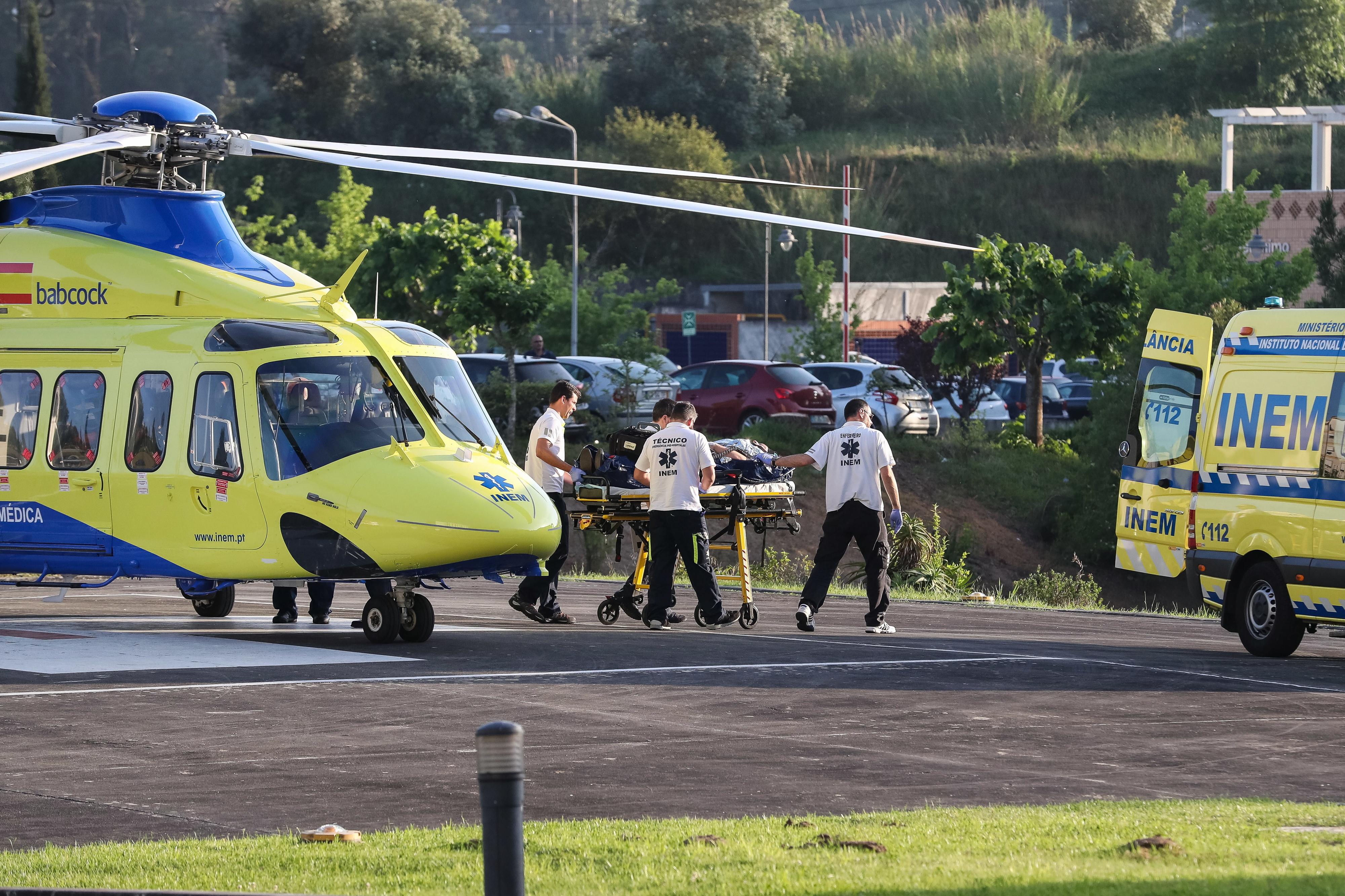 Homem de Chaves com queimaduras graves fez 100 quilómetros de ambulância para apanhar helicóptero