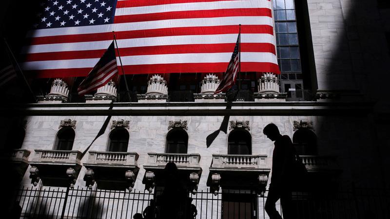 Wall Street fecha em terreno misto com Nasdaq em destaque
