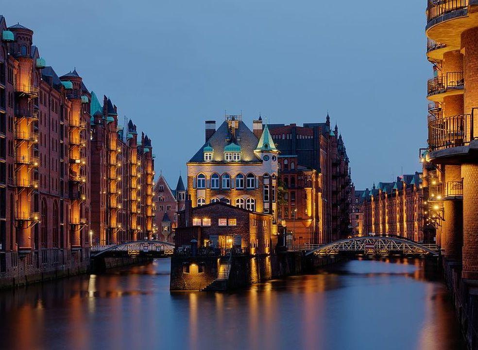 """16 cidades com ruas """"feitas de água"""" para conhecer de barco"""