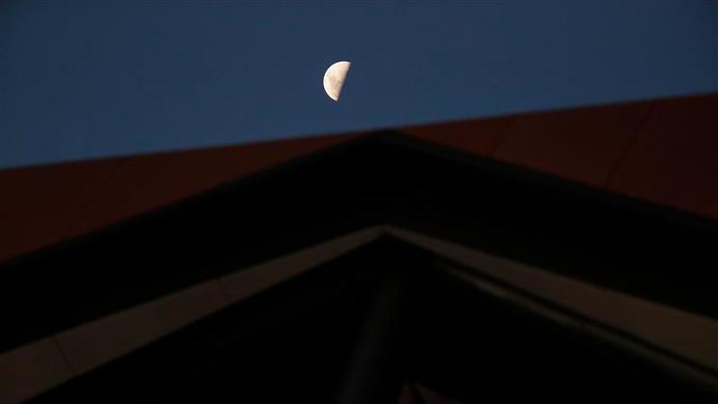 Na madrugada de domingo para segunda-feira vai dar-se o eclipse total da Super Lua