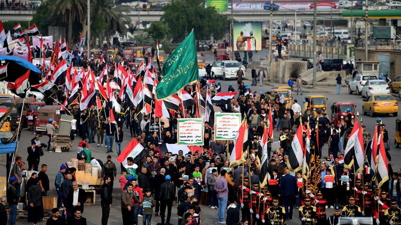 Homens armados matam 12 manifestantes e ferem outros 30 em Bagdad