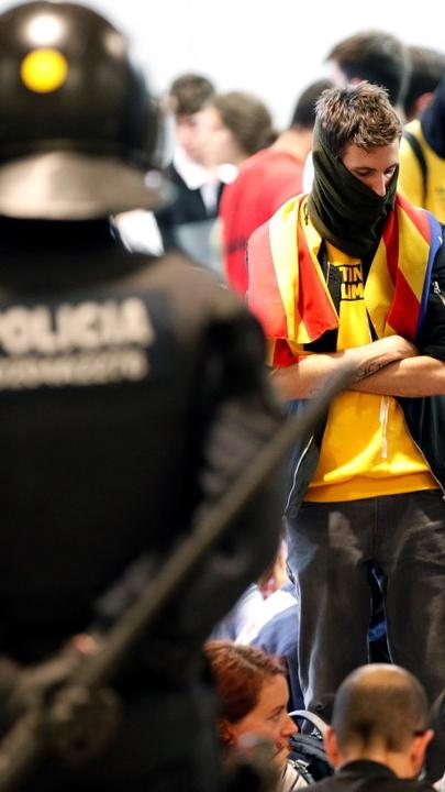 Catalunha: Mossos d'Esquadra pedem apoio à polícia nacional para proteger aeroporto