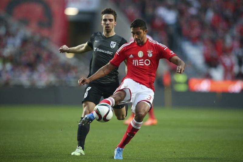 Jogador do Benfica foi alvo da fúria de adeptos do Flamengo