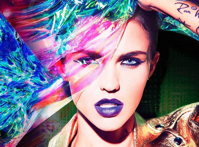 Marca de cosmética lança topcoat holográfico para os lábios