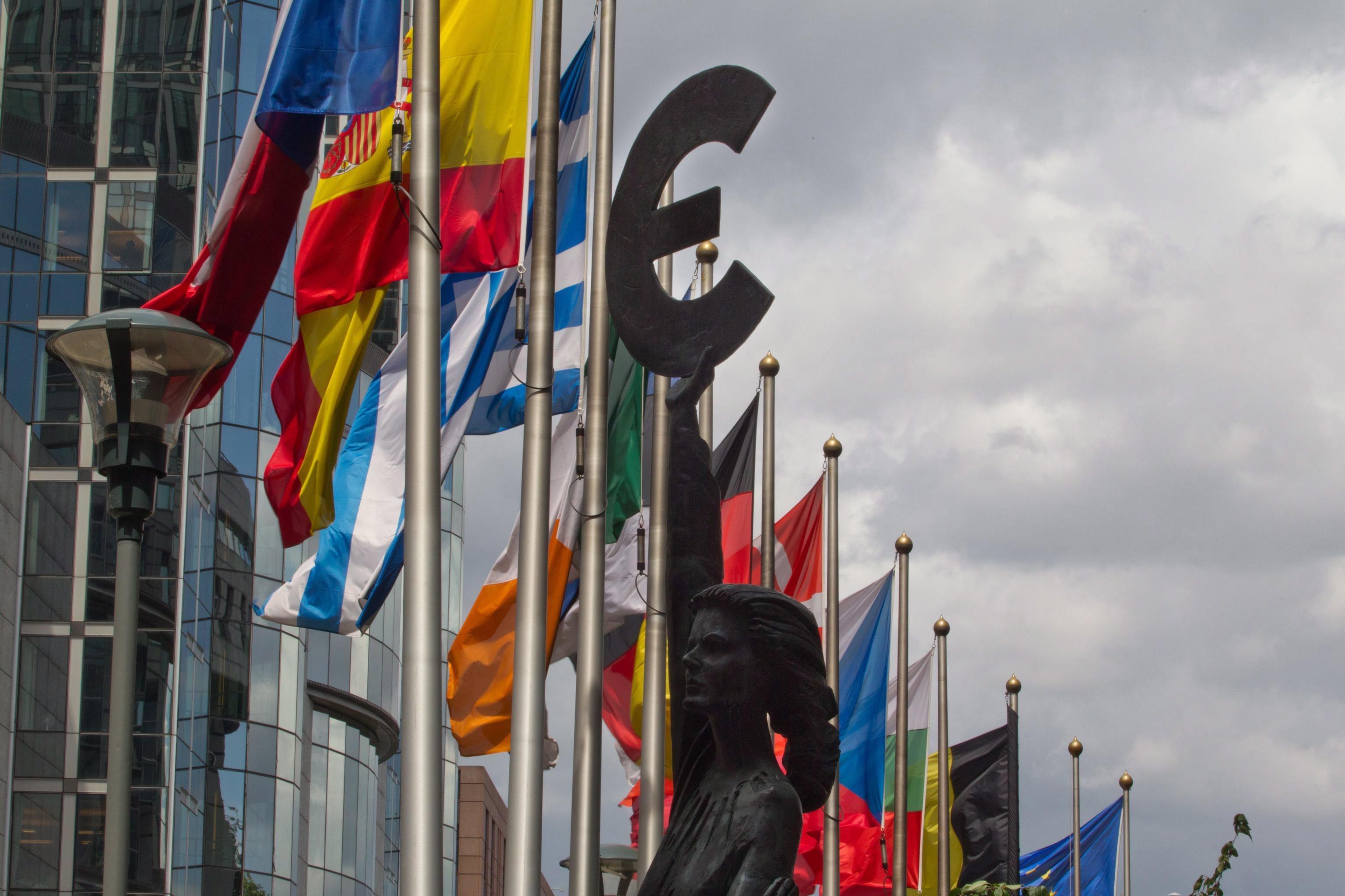 União Europeia. 'Frugais' e 'Amigos da Coesão' reunidos à parte em cimeira dividida
