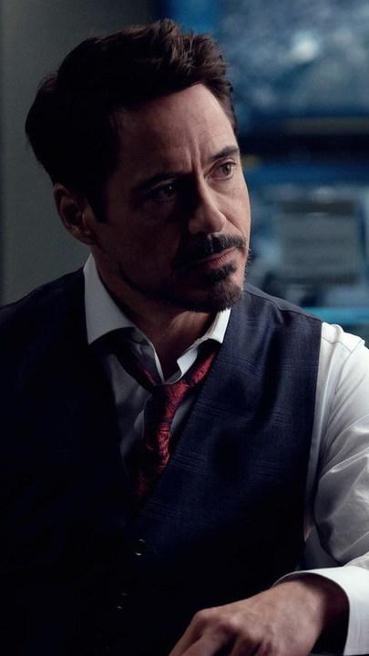 Robert Downey Jr. faz 55 anos: de ídolo teen dos anos 80 a Homem de Ferro, a carreira do ator em imagens