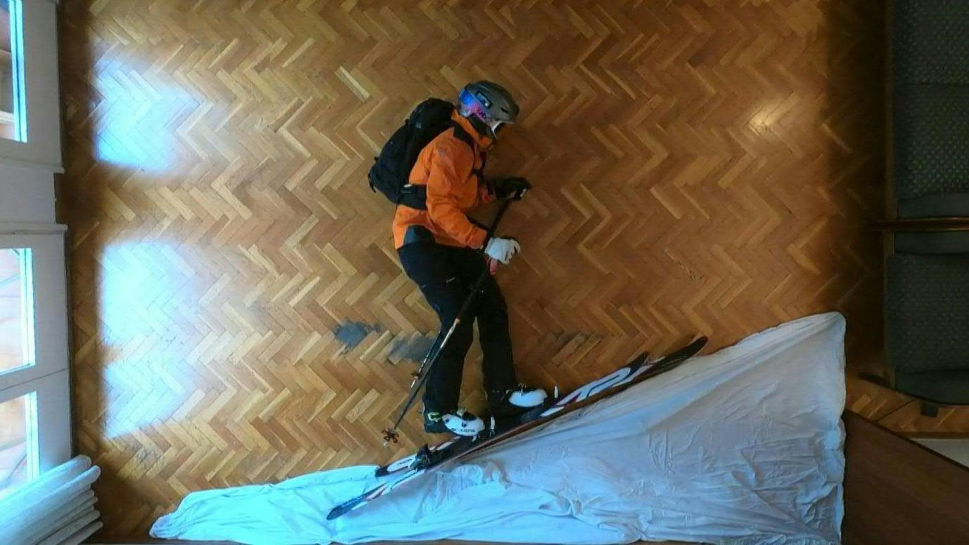 """VÍDEO: """"Se não vou à montanha, vem a montanha até mim"""", terá pensado este espanhol amante de Ski"""
