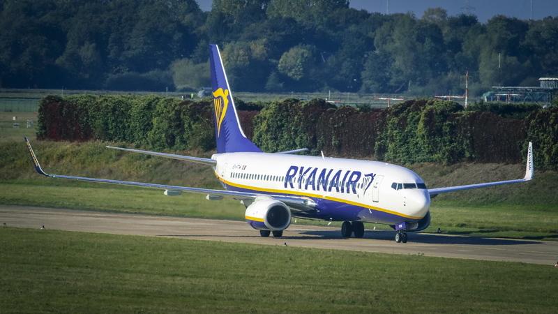 Ryanair lança melhorias: alterações grátis, mais espaço para as pernas e voos sem plástico
