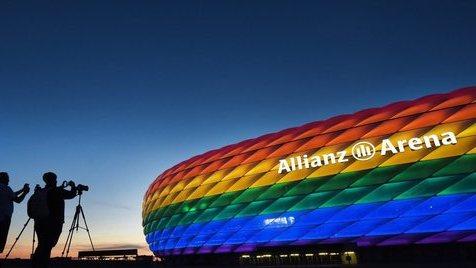 E o que é que a UEFA tem a ver com a cor exterior dos estádios?