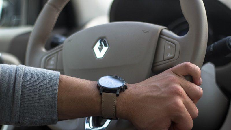 Renault suspende dividendo de 2019 e reduz salário do CEO