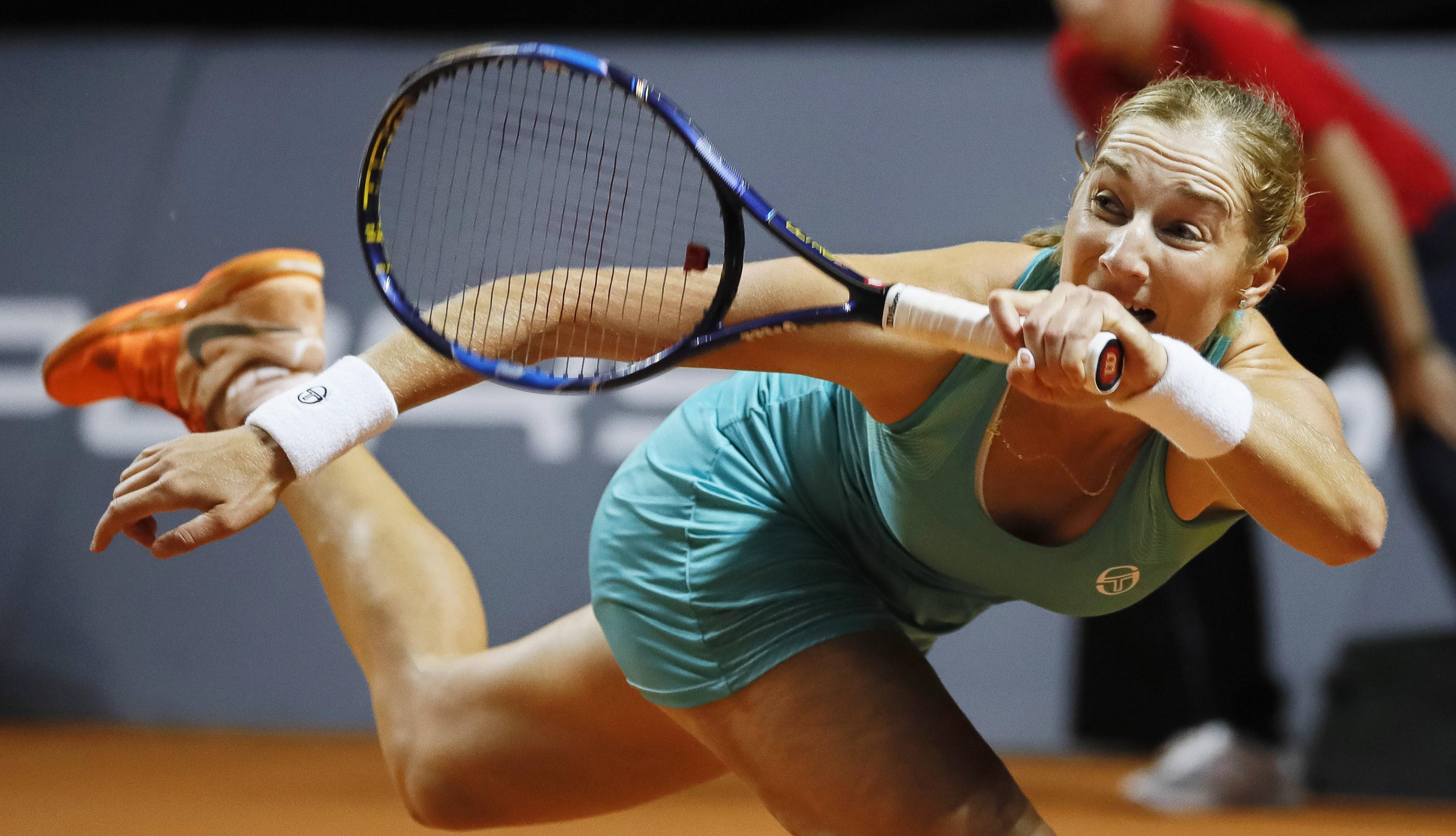 Sharapova volta a vencer em Estugarda e já está nos quartos de final